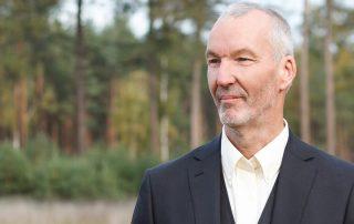 Natuurlijk Afscheid uitvaartbegeleider natuurbegraven Bert Jansen Venneboer