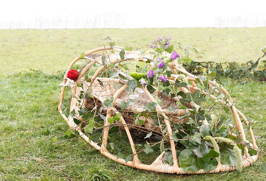 Natuurlijk Afscheid uitvaartbegeleider natuurbegraven bloemenframe