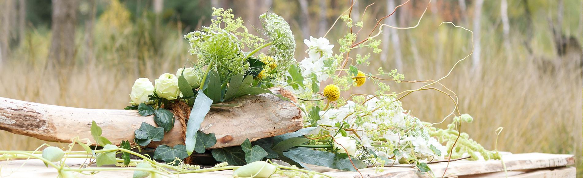 De natuurlijke schoonheid van bloemen biedt troost tijdens een uitvaart.